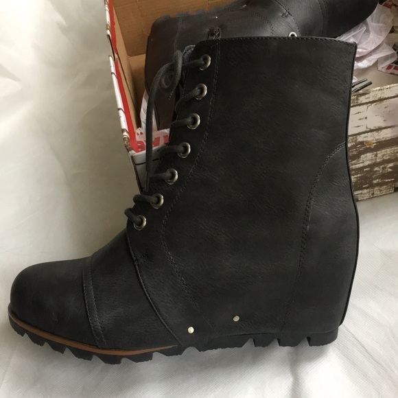 78c0e692c69 Brand new in box Wedge Boot! Size 9.5